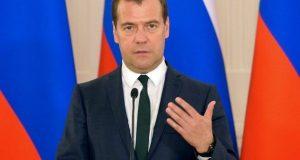 -на-фоне-флагов-фото-Правительства-600x400