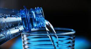 Чистая бутилированная вода